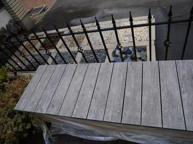 ガーデンのベンチの塗装をしました。