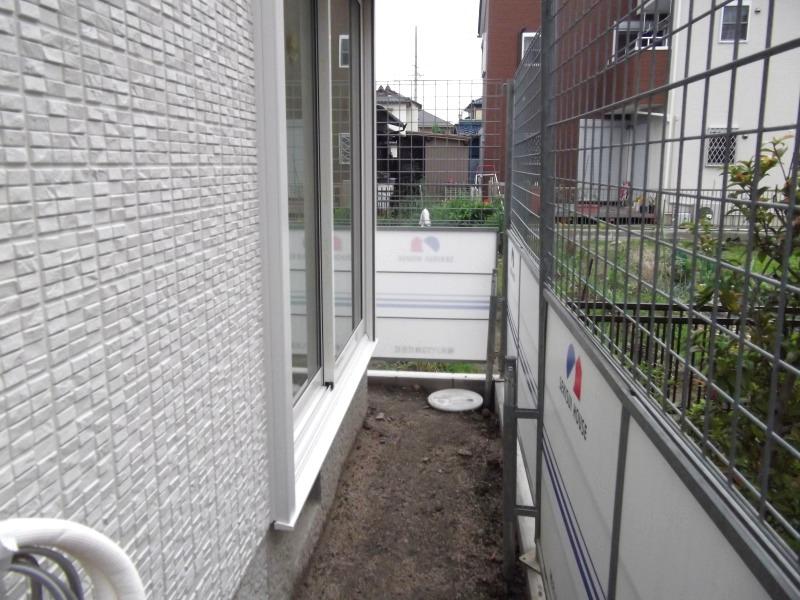 【施工前】キッチン側、窓の前のスペースに→