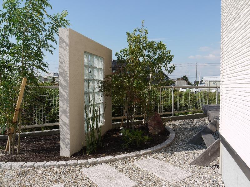 庭の一部にはモダンな和空間も設置。
