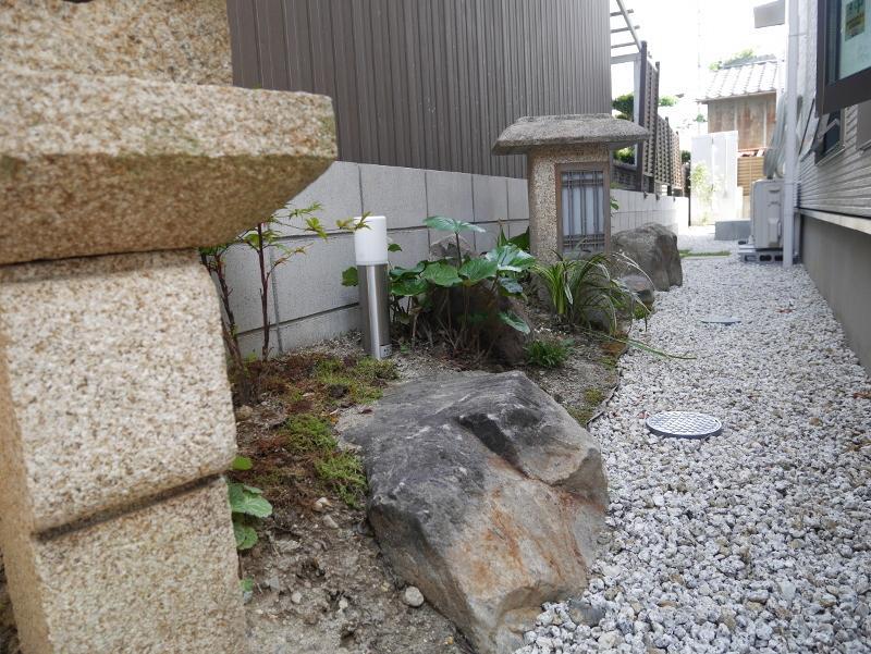 建て替え前の庭石を使って、和風庭園を造りました。