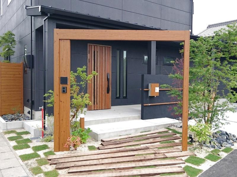 ゲートは敷地に合わせた向きで設置。