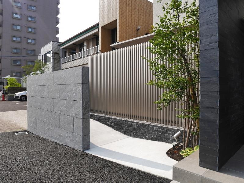 サイクルポートはリクシル新商品のSC(エスシー)アルミの屋根材です。
