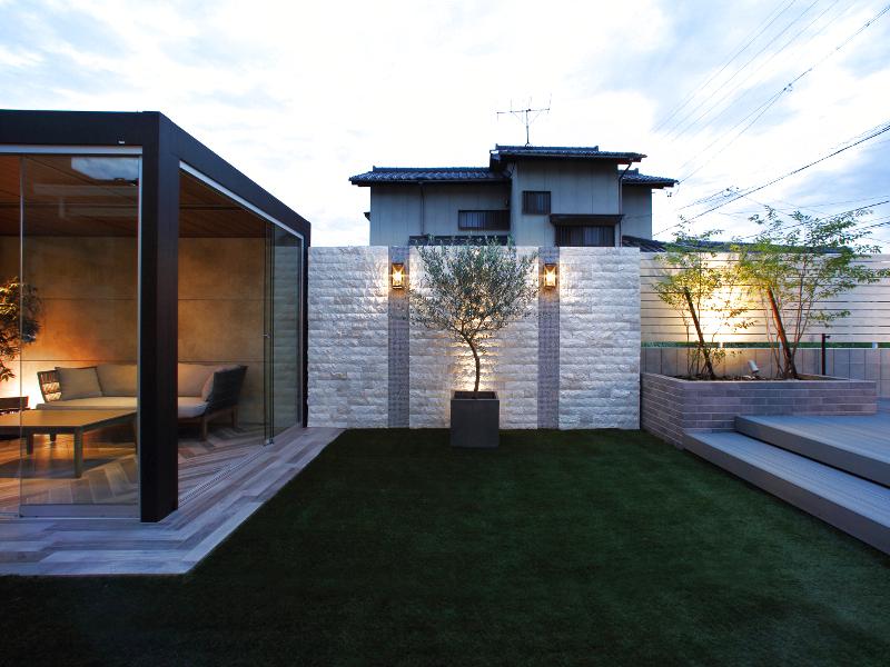 ルームと壁、フェンスをバランス良く配置。
