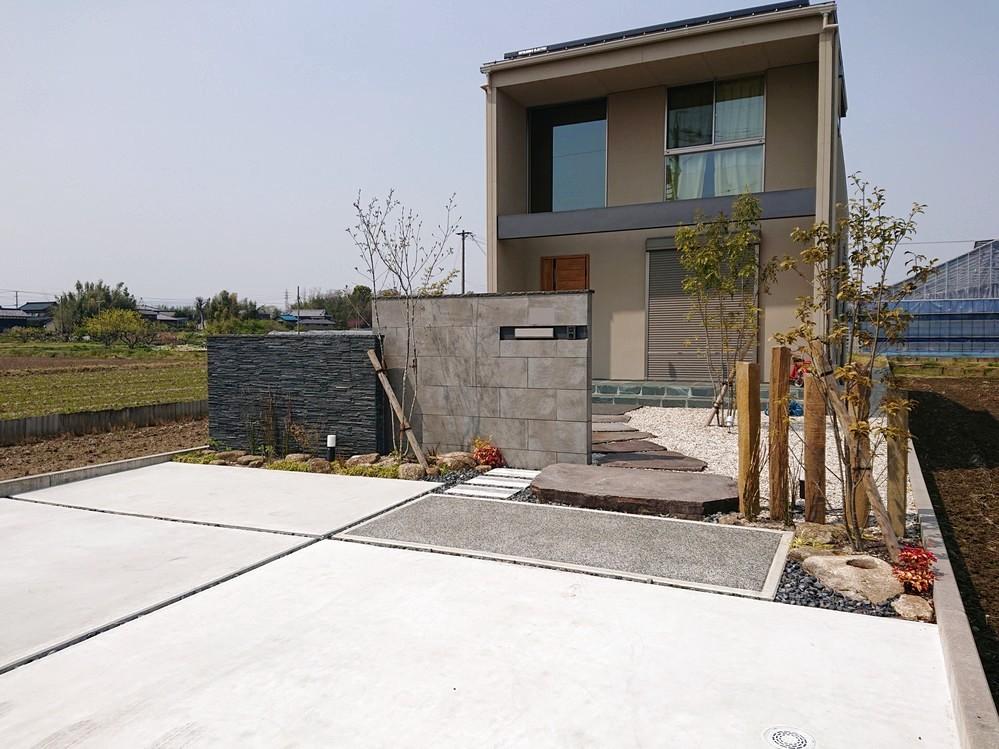 手前の坪庭がより良い雰囲気を与えてくれます。