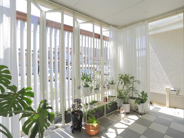 ガーデンルーム内部。程良い光と風が入ります。